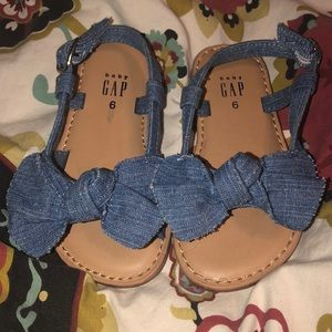 Baby gap chambray bow sandals size 6